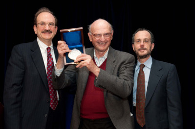 Harry Markowitz receives the inaugural Wharton-Jacobs Levy Prize.